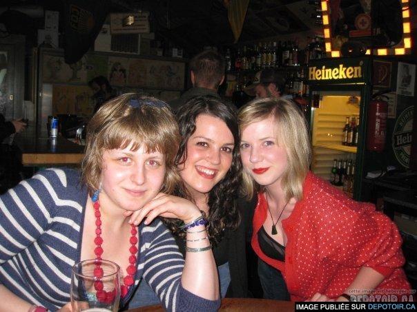 *dans un bar, encore à Berlin, avec deux australiennes super cools !*