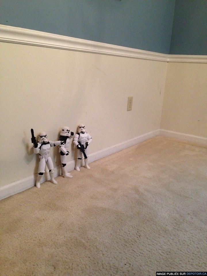 N'êtes-vous pas un peu petit pour un stormtrooper?   - Leia