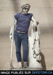 Sculpture grecque antique + Vêtements hipster