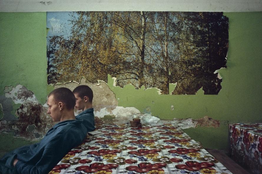 5b0fd89cbb66e_Lise-Sarfati-Acta-Est-rfectoire-Moscou-1995.jpg.eb150db9b7a5f59ea1cfd510f5369e33.jpg