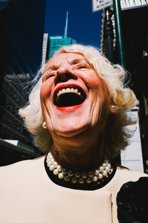 eric-kim-street-photography-street-portraits-1-laughing-lady-nyc-1000x1510.thumb.jpg.ce5e088b2d189711e3f6398956bfa7e2.jpg